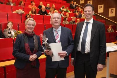 v. links n. rechts: Tonja Soós, Dr. Wolfgang Lobbes, Prof. Dr. Ralf Junker