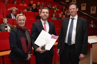 v. links n. rechts: Tonja Soós, Ibrahim Hussein, Prof. Dr. Ralf Junker