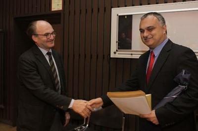 Prof. Dr. Dr. h. c. Michael Illert und PD Dr. med. Arya Nabavi