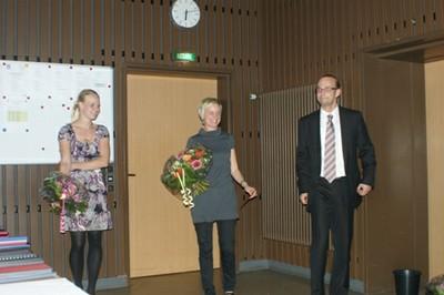 Das HoMa-Koordinations-Team Tonja Soós (m.) und Jessica Prehn mit Dr. Andreas Rüther.