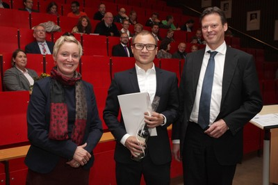 v. links n. rechts: Tonja Soós, Dr. Jochen Gerst, Prof. Dr. Ralf Junker